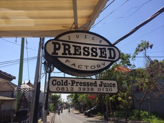 ★【PRESSED JUICE FACTORY】刑務所通りの健康飲料屋さんでメイソンジャーの売ってる場所を教えて もらったのさ。【バリ島 うまい店】